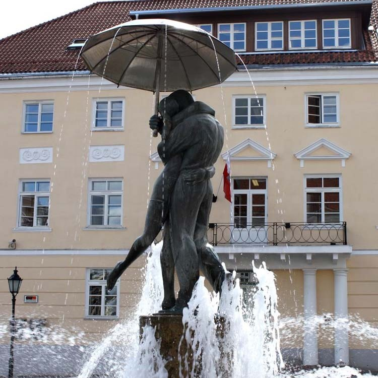 The kissing student fountain (3)